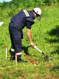 Manual Mine Clearance